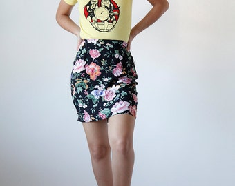 Vintage Early 90s High Waisted Floral Pencil Mini Skirt - size 3 - Made in USA