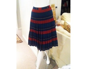 """1950s Reversible Plaid Pleated Skirt by """"In N Outer"""" Sportrite - Womens Small -1950s Vintage Hipster College Collegiate Fashion"""
