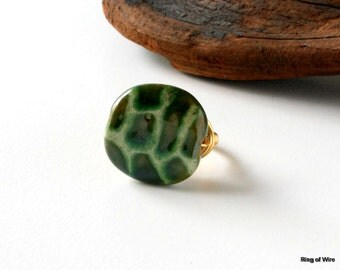 Green Kazuri Bead Ring, Crocodile Pattern Ring, Animal Print Ring, Wire Wrapped Ring, Chunky Bead Ring, Fair Trade Jewelry, Kazuri Jewelry