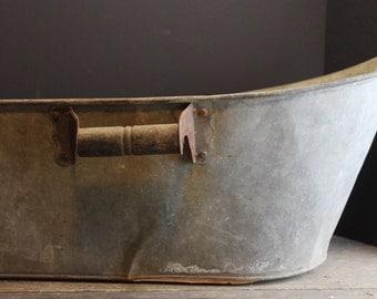 Antique Old Tin Tub // Primitive Decor // Rusty Aged Patina  // Farmhouse Child's Wash Tub