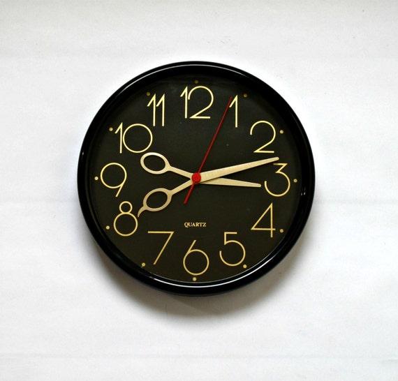 Vintage Quartz Wall Clock With Novelty Scissor Hands