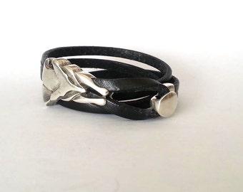 wrap bracelet, wolf bracelet, leather bracelet, unisex bracelet, women bracelet,. hook clasp, boyfriend gift, charm bracelet