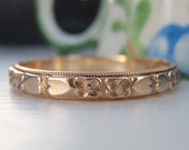 Vintage Art Deco Orange Blossoms & Heats, Raised Pattern Wedding Band. 14K Solid Gold. Simply Gorgeous! Excellent Condition. Rare Large Size