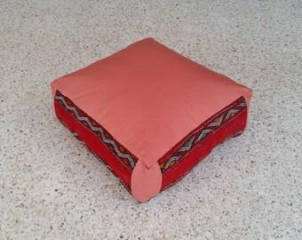 Cojín de suelo marroquí hecha a mano de Kilim y cuero Vintage