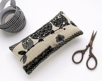 Pincushion black owls, patchwork OOAK pincushion, needle holder, pin cushion black polka dots, pincushion owls, small OOAK gift