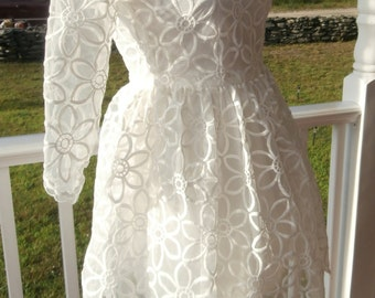 White Lace Dress with underlining size Small Vintage with Tags