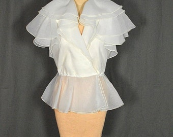 1970s Vintage White Peplum Blouse with Layered Flounce Collar & Sleeves