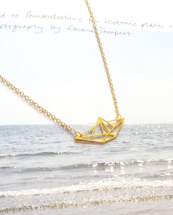 bateau bateau origami collier pendentif bateau bateau en. Black Bedroom Furniture Sets. Home Design Ideas