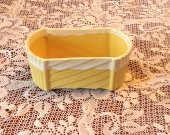 """Free Shipping UPCO Ungemach USA Vintage Pottery Glaze Yellow and Drip White Planter  200-6"""" Mid-Century"""