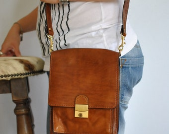Vintage MEN'S MESSENGER LEATHER bag .....(440)