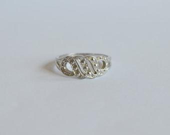 Vintage 1980 Avon ring Monaco silver tone filigree band open work scroll wave minimalist size 7  1/2   7.5