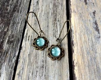 Ice Green Earrings, flower earrings, daisy earrings, bridal earrings, bridesmaid earrings, Taurus, Libra, Virgo, Capricorn, Aquarius, Pisces