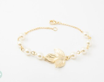 Leaf bracelet, pearl bracelet, bridesmaid bracelet, bridesmaid gift, gold bracelet, gold chain bracelet, cute bracelet, friendship bracelet