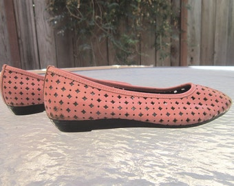 Vintage coral pink 7.5 W flats by TicTacToes