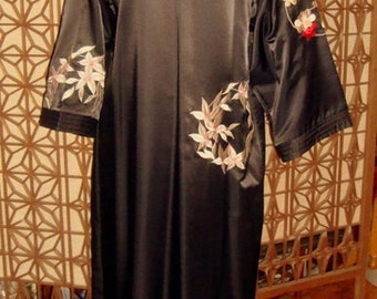 Vintage Natori Black Embroidered Caftan MINT New without tags