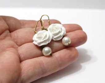 White Rose Drop Earrings, White flower drop, Earrings and pearl, White Rose, Wedding Earrings, White Bridesmaid Jewelry, Bridal Flowers