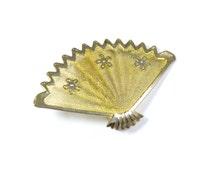 Vintage fan brooch, goldtone mesh fan, flower fan pin, small fan brooch, dainty brooch, goldtone pin, mesh metal fan, floral design