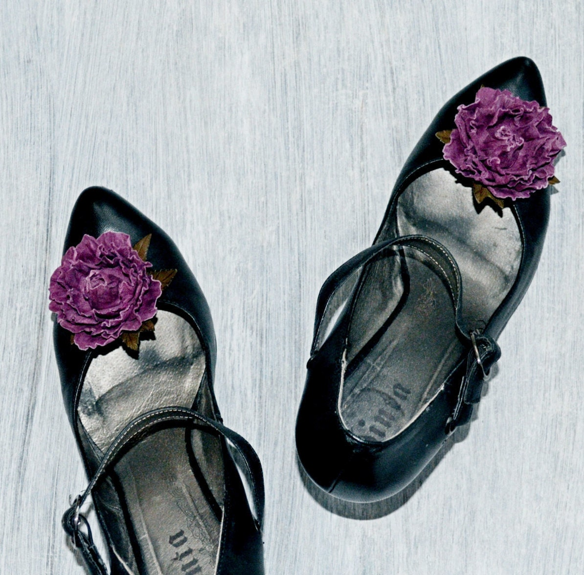 Shoe clips pale purple rose decoration for shoes in the form for Decoration clips