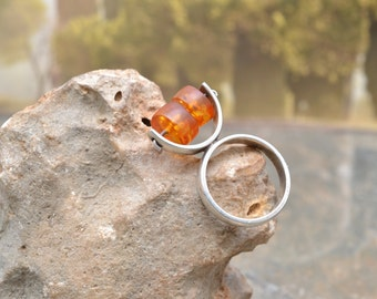 Unique Modernist Sterling Silver Tall Ring with Spinning Amber Beads