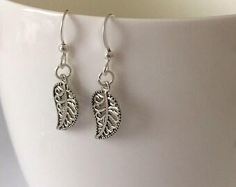 Silver Leaf Earrings/Dainty Leaf Earrings/Silver Plated Leaf Earrings/Dainty Silver Leaf Earrings/Dainty Silver Plated Earrings