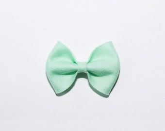 Large Bow in Vintage Mint