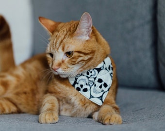 Glowing in the dark Skulls cat bandana - to slip on a cat collar