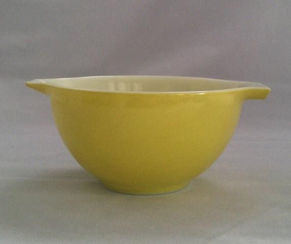 Vintage Pyrex Yellow 441 Cinderella Nesting Bowl