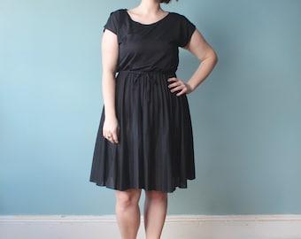 RESERVED plus size dress / black plus size accordion pleat dress / 1980s / XL
