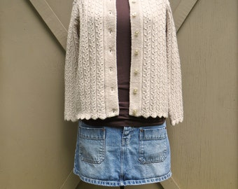 60s/70s vintage Beige Acrylic Cable Knit Cardigan with Scalloped Borders