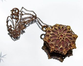 Antique Victorian Gold Coloured & Brown Filigree Pendant Necklace (c1800s)