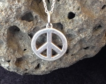 """Sterling Silver Peace Sign Pendant on 18"""" Sterling Silver Chain (st - 1431)"""