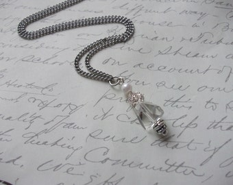 Clear crystal necklace with pearl