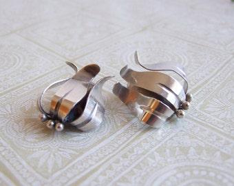 Modernist silver Swedish Ge-Kå Smycken earrings // Mid Century flower clip silver earrings // 1946 silver earrings Sweden