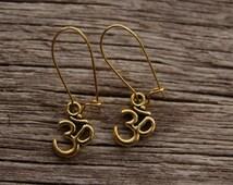 Gold Om Earrings / Sanskrit Earrings / Yoga Earrings / Om Jewellery / Om Symbol
