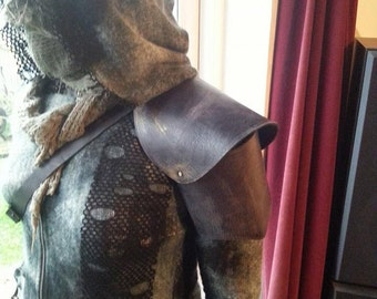 Wasteland Warrior Black Leather Shoulder Armour