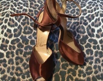 Vintage 1940s 1950s Maroon Satin Ankle Strap Peep Toe Sandals Shoes - size 35