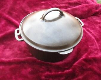 Vintage Lodge? Cast Iron Dutch Oven #8f