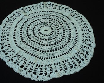 Vintage French hand crochet white cotton doily (02721)