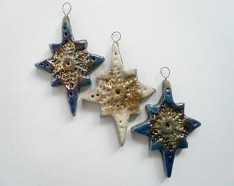 stella ciondolo in ceramica raku - ciondolo in ceramica - stella raku - pendente in ceramica raku - pendente raku blu bianco e oro - Natale