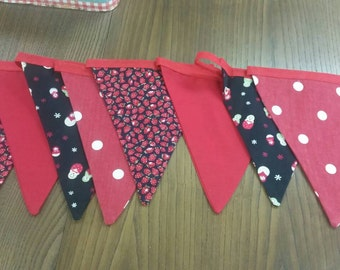 Black and red retro style bunting 3m  8 flags