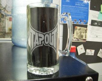 tapout logo etched  beer mug