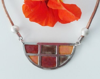 Geometric pendant in silver and enamel