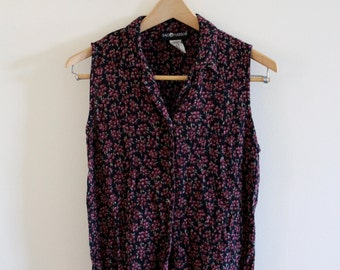 Vintage floral sleeveless button up!