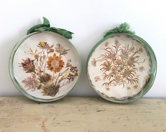 Lot 2 dried flower decorations.