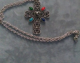Avon 5 Stone Silver Tone Cross Pendant & Necklace