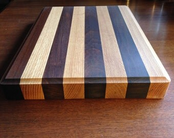 Solid oak & teak wood cutting board. Beautiful edge grain solid wood cutting board for the kitchen. butcher block edge natural cooking