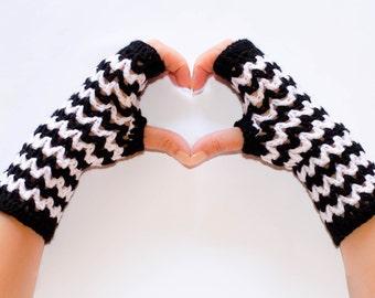Black and white striped gloves, fingerless gloves, womens gloves, crochet fingerless gloves, winter gloves, fingerless mittens, hand warmers