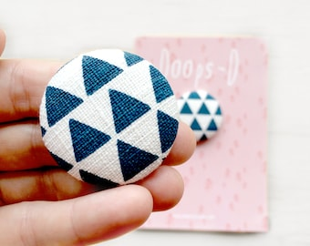 Screen Printed Off White Linen Fabric Triangle Button Set / Flat Back Button's / 38 mm