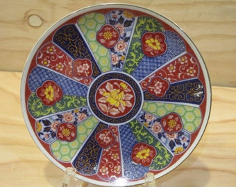 """Vintage Imari Ware Decorative Plate in Floral Pattern * Made in Japan * Size 6 1/4"""" Diameter"""