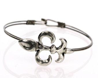 Hammered FLEUR DE LIS (Silver) Wire Bangle Bracelet